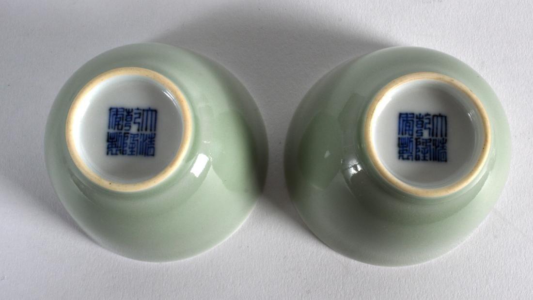 A PAIR OF CHINESE CELADON TEABOWLS bearing Qianlong - 3