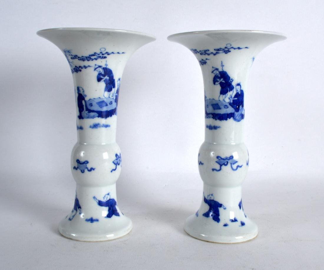 A PAIR OF CHINESE BLUE AND WHITE PORCELAIN GU SHAPED