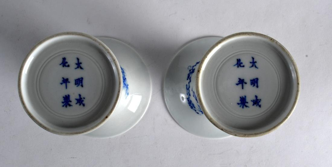 A PAIR OF CHINESE BLUE AND WHITE PORCELAIN GU SHAPED - 3