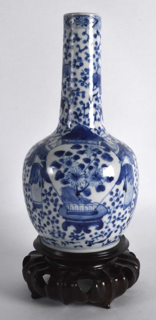 A 19TH CENTURY CHINESE BLUE AND WHITE PORCELAIN VASE - 2