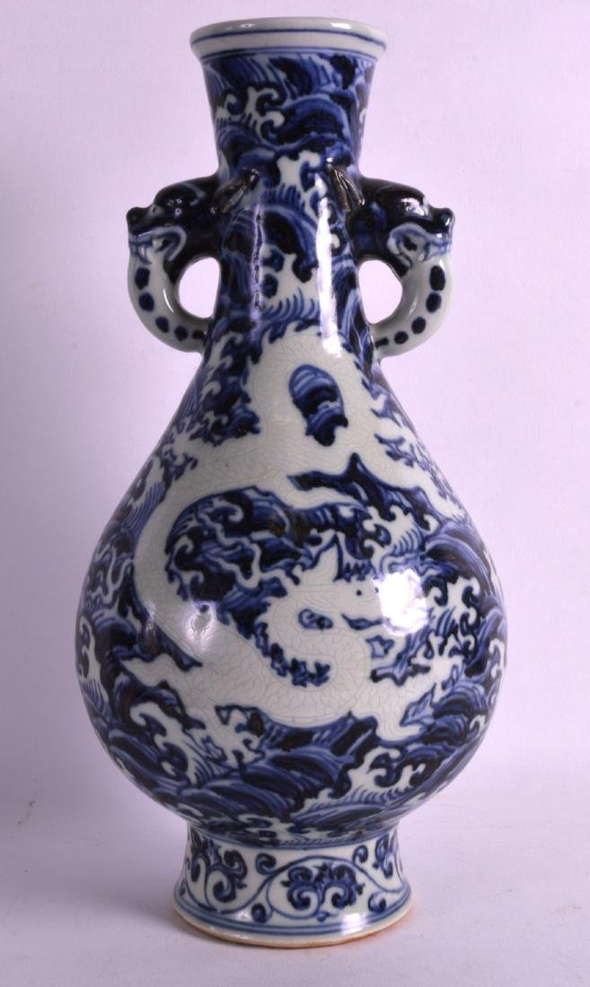 A CHINESE BLUE AND WHITE TWIN HANDLED VASE bearing - 2
