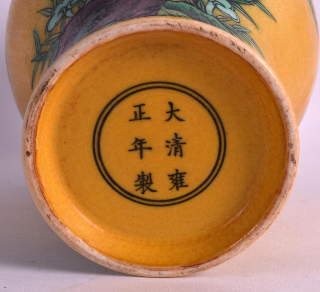 A CHINESE SANCAI GLAZED BALUSTER PORCELAIN VASE bearing - 3