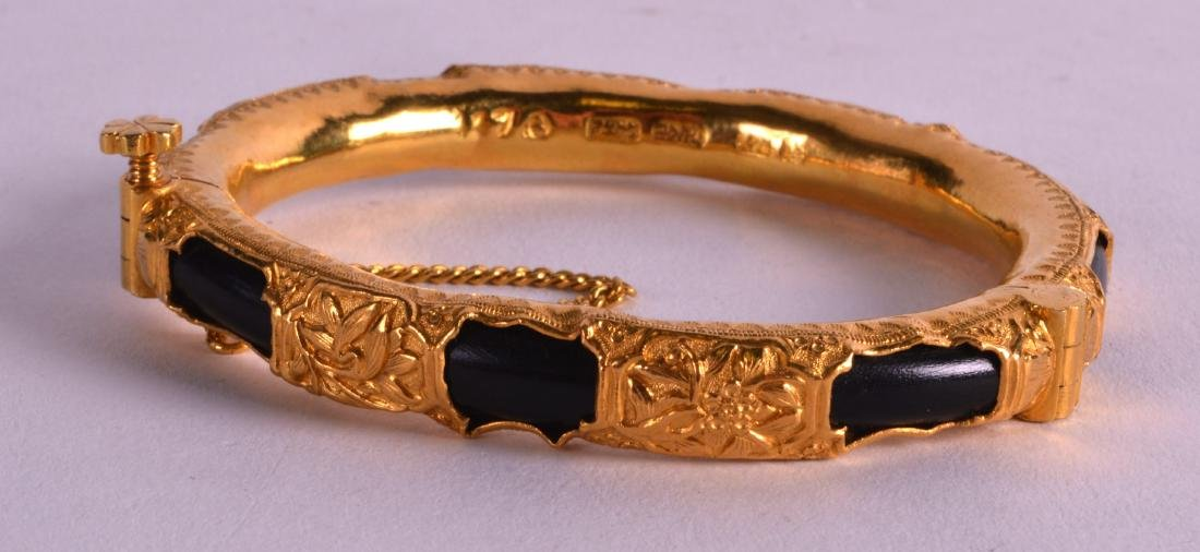 A FINE 19TH CENTURY CHINESE HIGH CARAT YELLOW GOLD AND