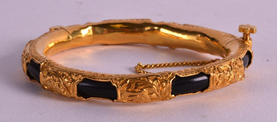 A FINE 19TH CENTURY CHINESE HIGH CARAT YELLOW GOLD AND - 2