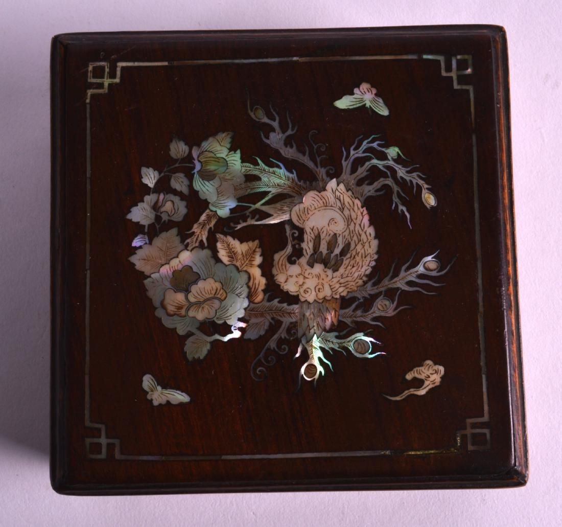 A LATE 19TH CENTURY CHINESE HONGMU SQUARE BOX AND COVER - 2