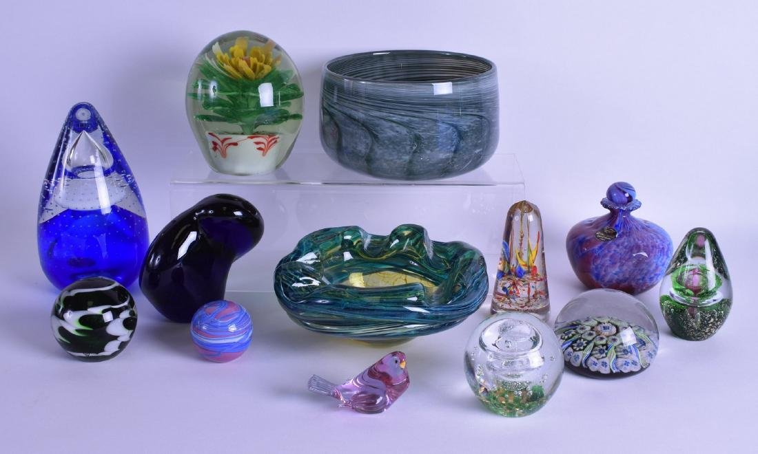 A COLLECTION OF VINTAGE ART GLASS WARES including