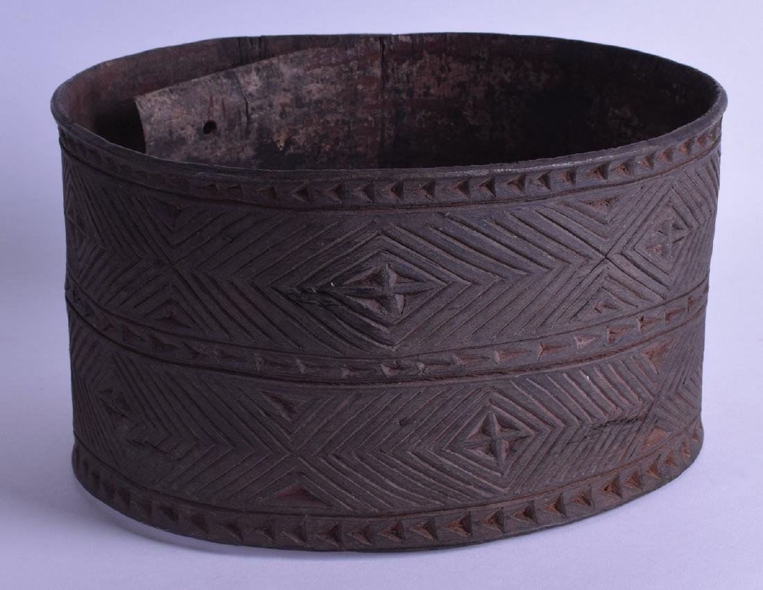 AN UNUSUAL PAPUA NEW GUINEA CARVED WOOD MALES BELT