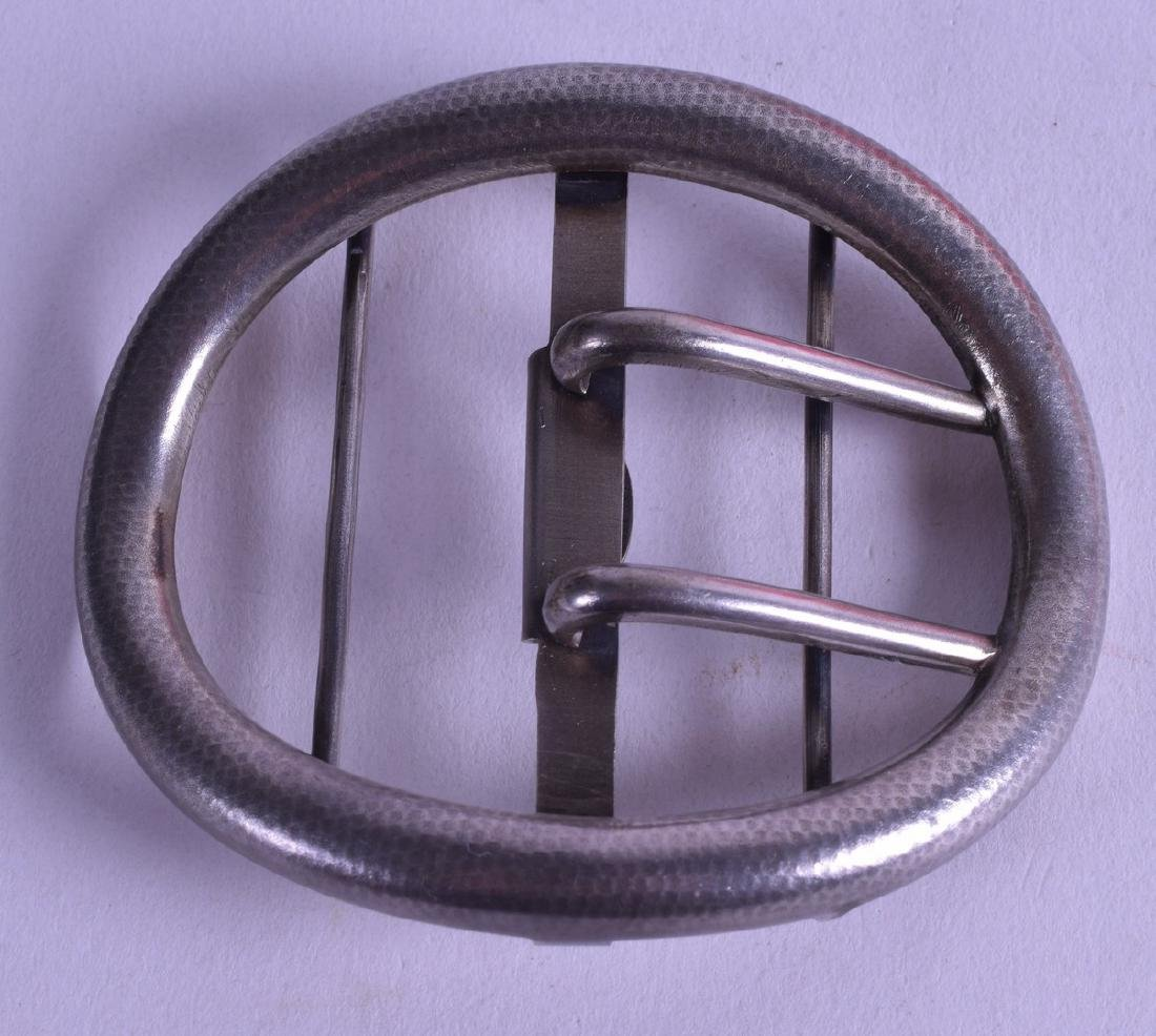 A STYLISH EARLY 20TH CENTURY CONTINENTAL SILVER BUCKLE.