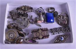 A COLLECTION OF MAINLY ANTIQUE SILVER JEWELLERY in