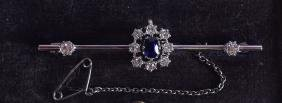AN EDWARDIAN 18CT WHITE GOLD DIAMOND AND SAPPHIRE BAR