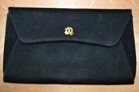 A BOXED VINTAGE GUCCI LONDON LADIES PURSE.