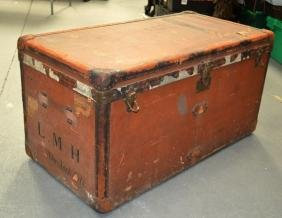 A GOOD LARGE LOUIS VUITTON LEATHER BOUND TRUNK with