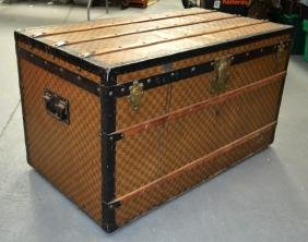 A LOVELY LARGE LOUIS VUITTON LEATHER BOUND TRUNK with