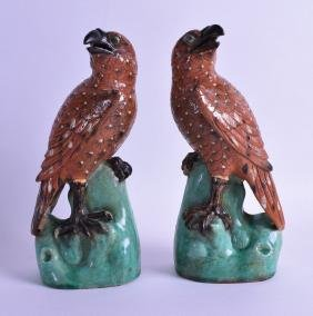 A PAIR OF CHINESE EXPORT QING DYNASTY FIGURES OF HAWKS