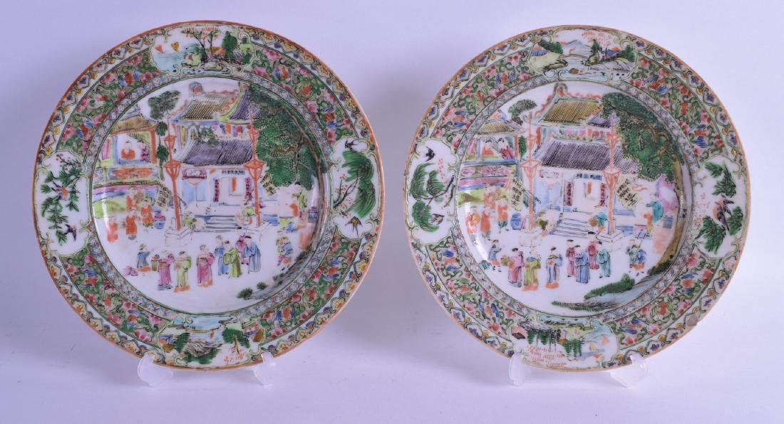 A PAIR OF LATE 19TH CENTURY CHINESE FAMILLE ROSE PLATES