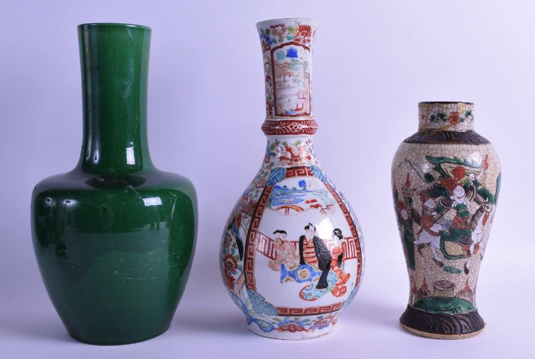 A LATE 19TH CENTURY CHINESE CRACKLE GLAZED VASE