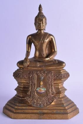 AN EARLY 20TH CENTURY SOUTH EAST ASIAN BRONZE FIGURE OF