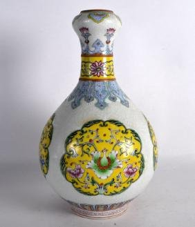 A CHINESE FAMILLE ROSE PORCELAIN VASE 20th Century,