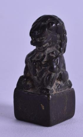 AN 18TH/19TH CENTURY CHINESE BRONZE SEAL in the form of