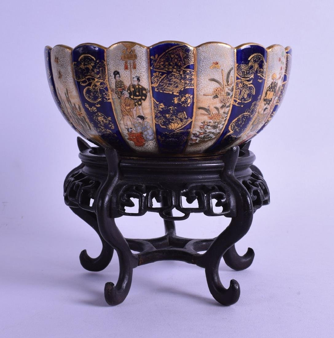 A 19TH CENTURY JAPNESE MEIJI PERIOD SCALLOPED BOWL