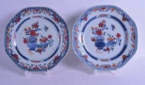 A PAIR OF 18TH CENTURY CHINESE EXPORT OCTAGONAL DISHES