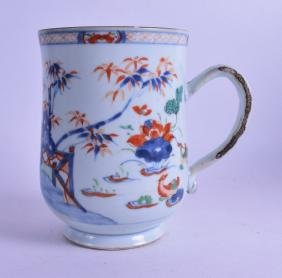 A LARGE 18TH CENTURY CHINESE EXPORT IMARI TANKARD