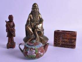 AN EARLY 20TH CENTURY CHINESE ENGRAVED BRONZE FIGURE OF