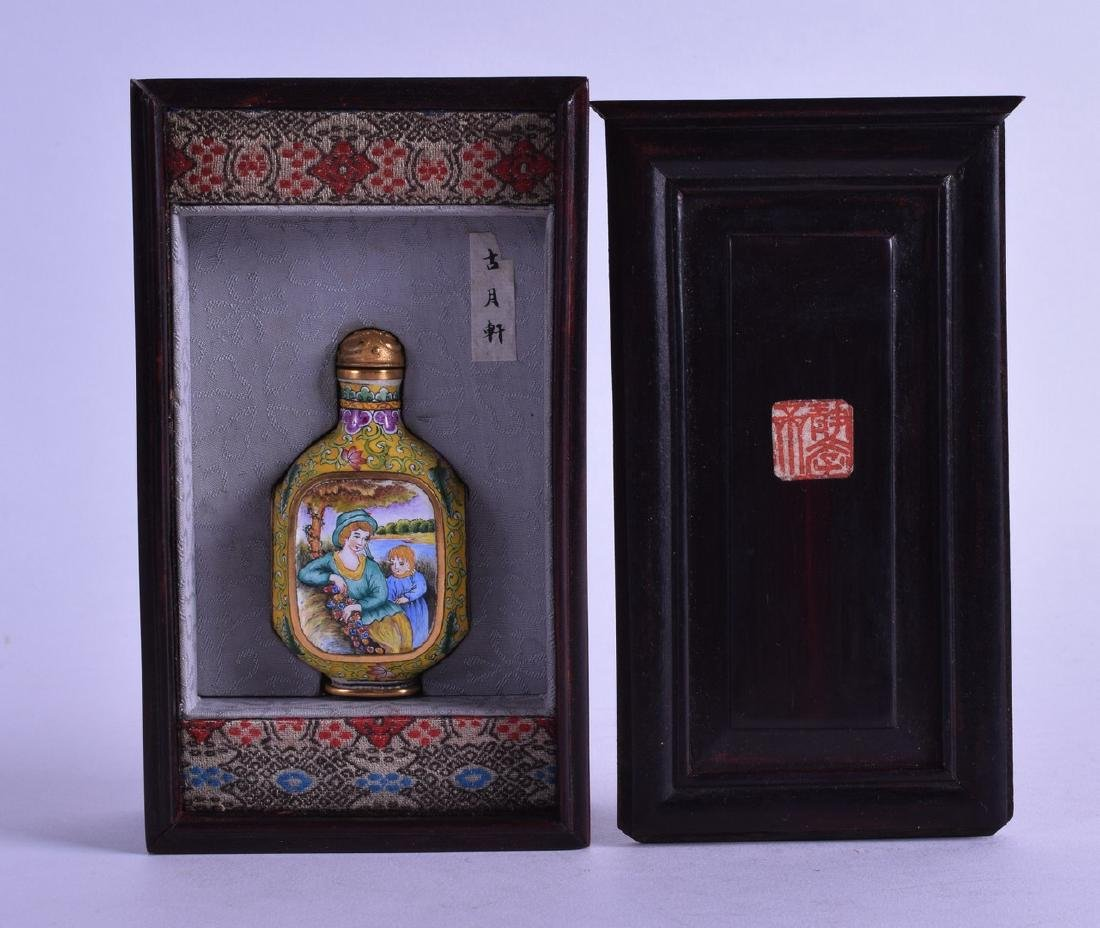A BOXED CHINESE CANTON ENAMEL SNUFF BOTTLE AND STOPPER