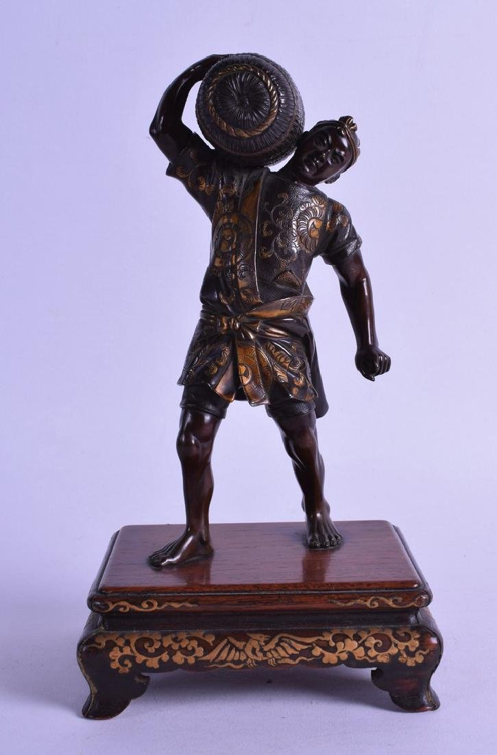 A FINE 19TH CENTURY JAPANESE BRONZE FIGURE OF A MALE