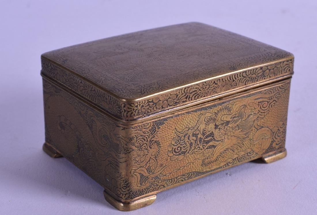 A 19TH CENTURY JAPANESE MEIJI PERIOD KOMAI TYPE BOX AND