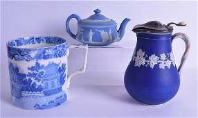 A 19TH CENTURY WEDGWOOD POTTERY TEAPOT AND COVER