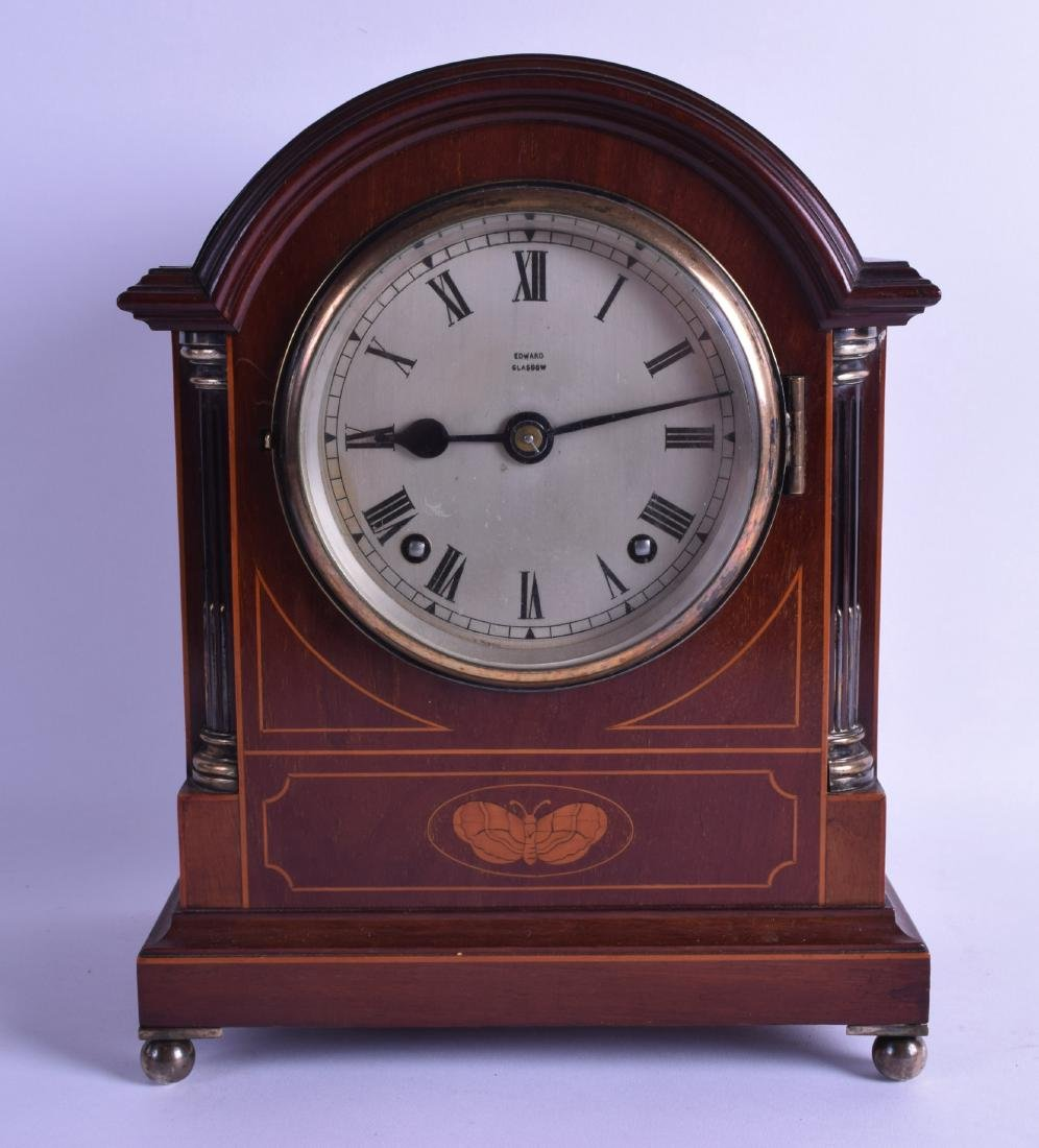 AN EDWARDIAN MAHOGANY MANTEL CLOCK decorated with a
