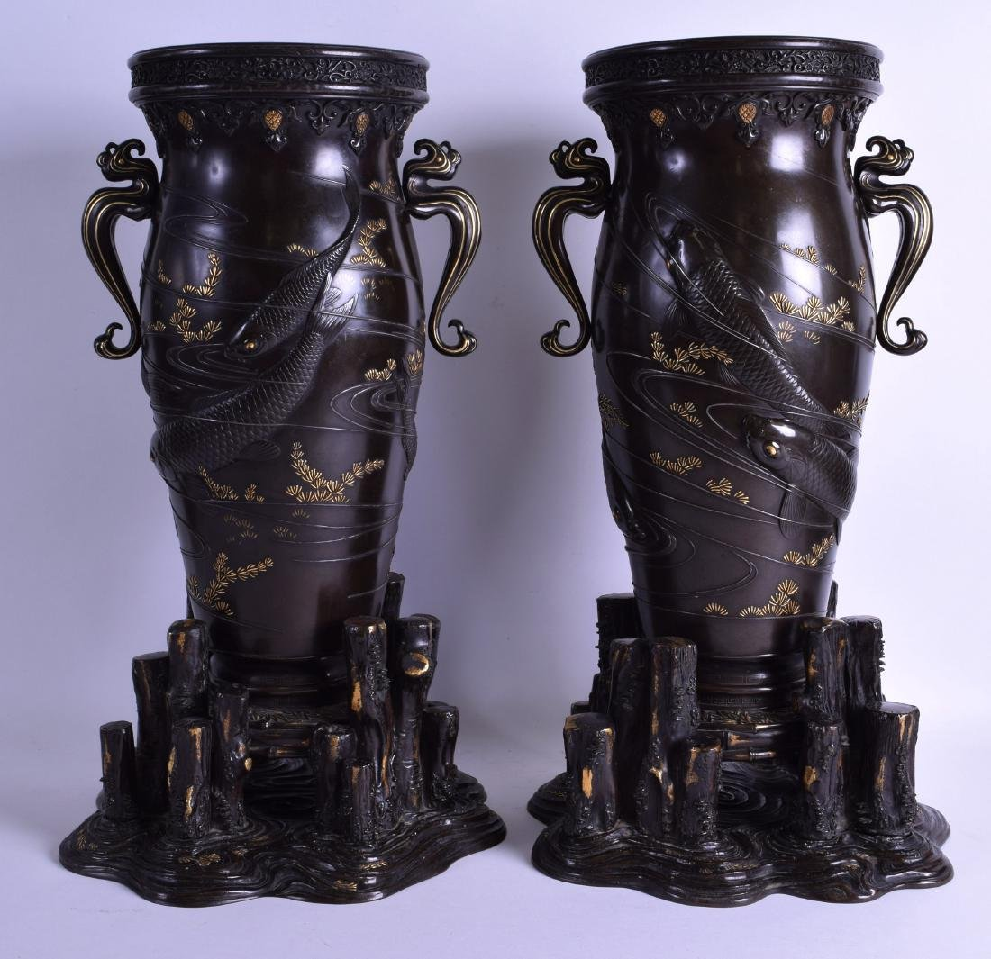 A FINE AND RARE LARGE PAIR OF 19TH CENTURY JAPANESE