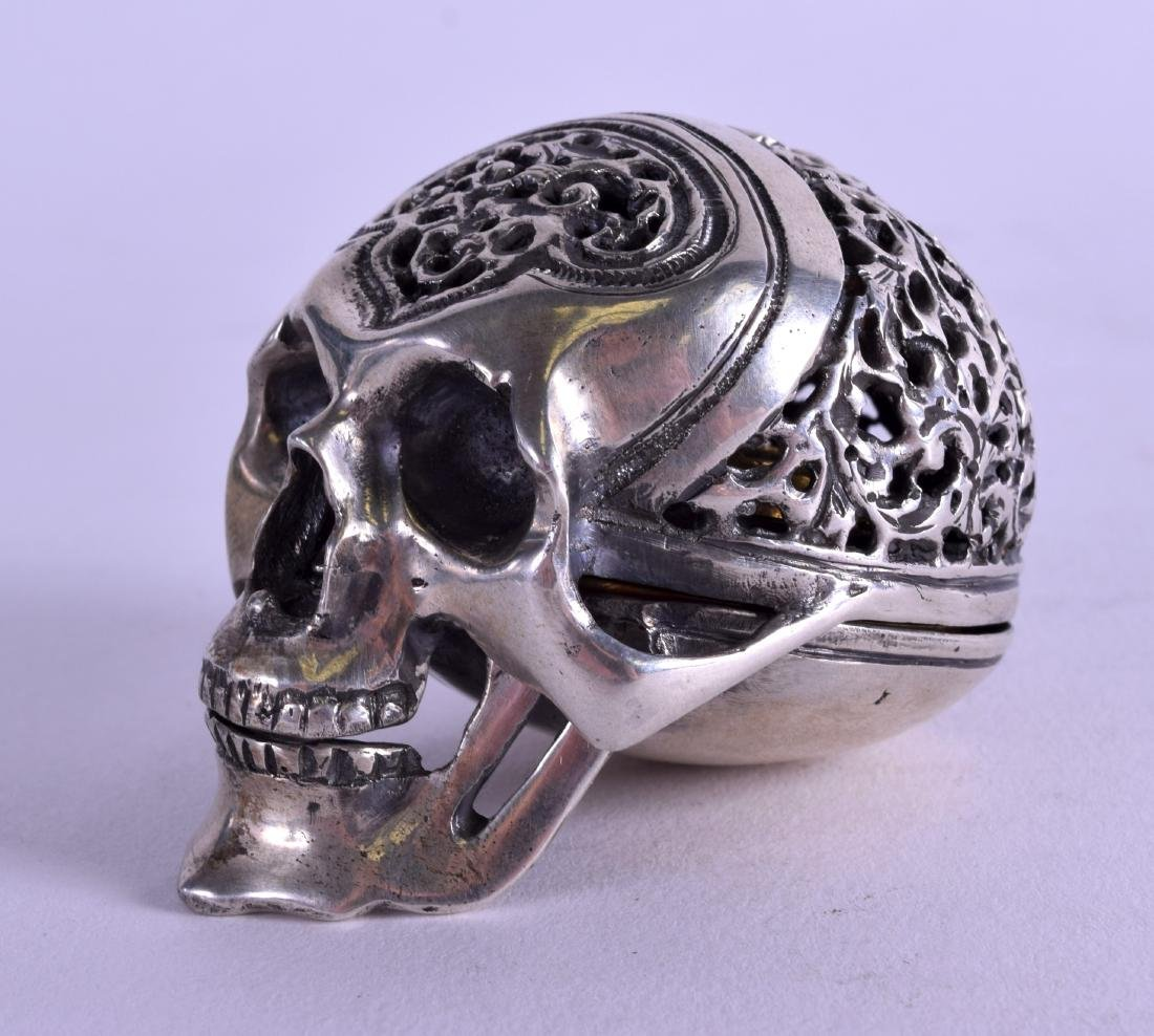 AN UNUSUAL 19TH CENTURY CONTINENTAL SILVER TRAVELLING