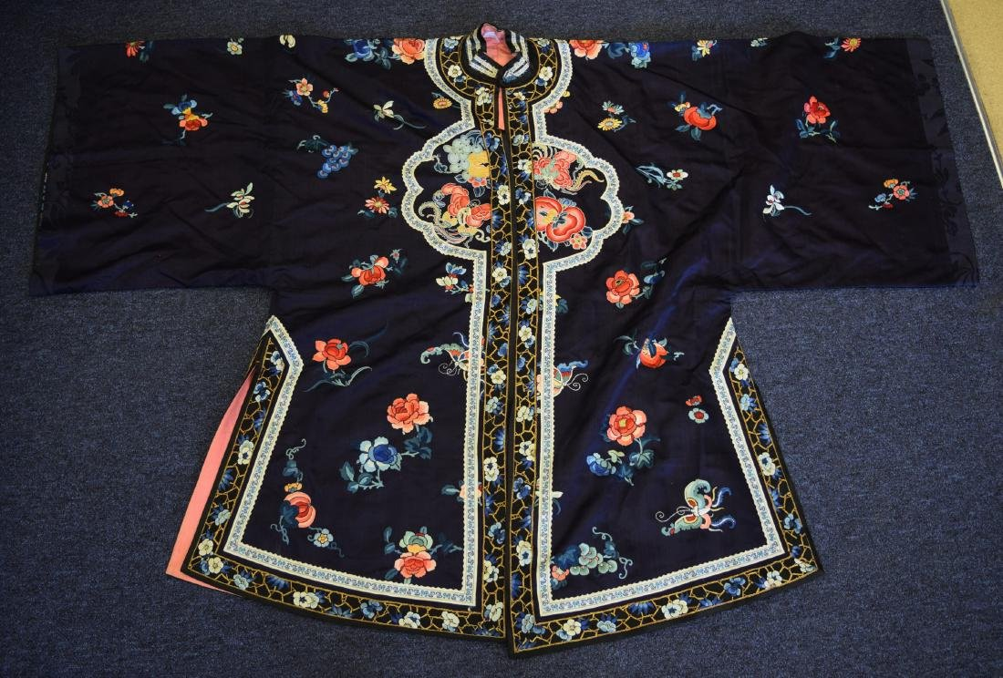 AN EARLY 20TH CENTURY CHINESE BLUE SILKWORK LADIES ROBE