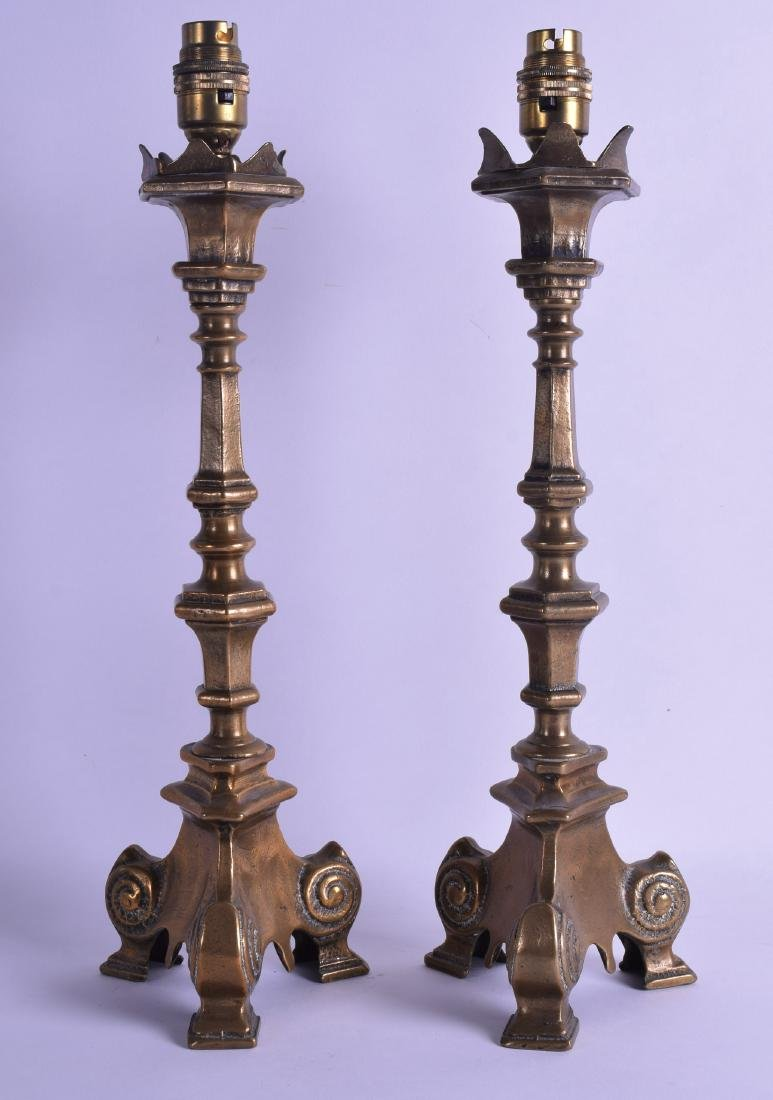 A PAIR OF 18TH/19TH CENTURY CONTINENTAL BRASS
