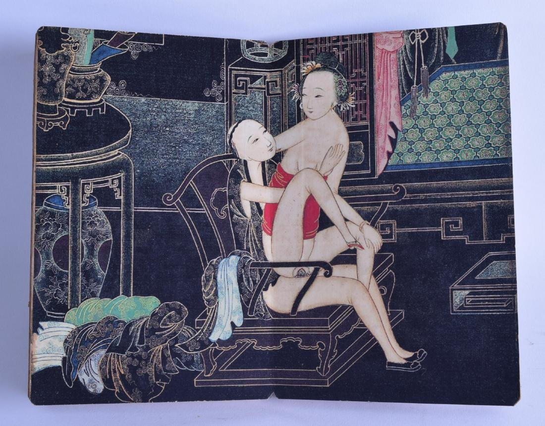 A CHINESE REPUBLICAN PERIOD EROTIC FOLDING BOOKLET. 115