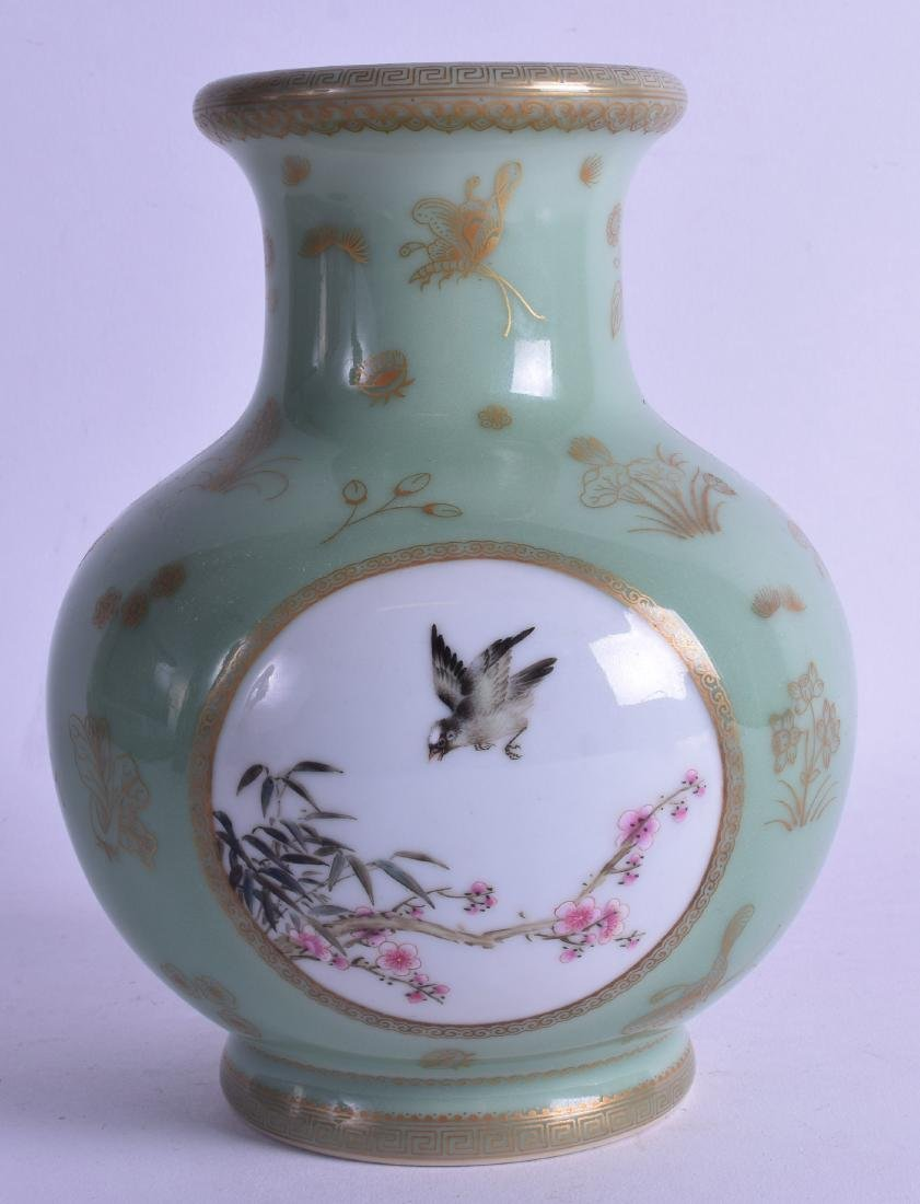 AN EARLY 20TH CENTURY CHINESE CELADON PORCELAIN VASE