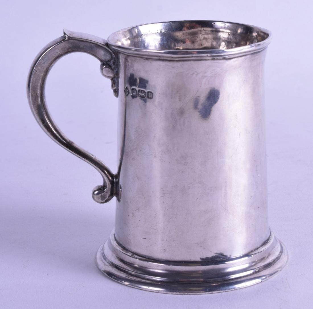 A SILVER MUG. Sheffield 1911. 6.25 oz. 10.25 cm high.