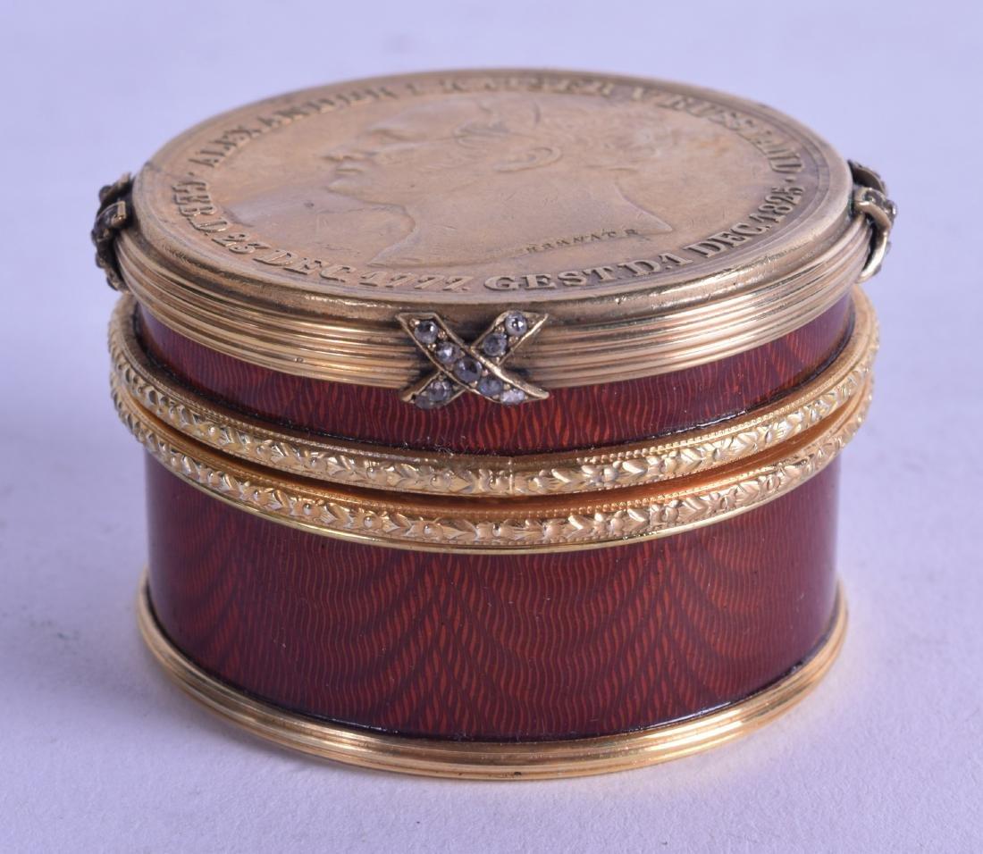 A FINE RUSSIAN SILVER GILT AND ENAMEL CIRCULAR BOX