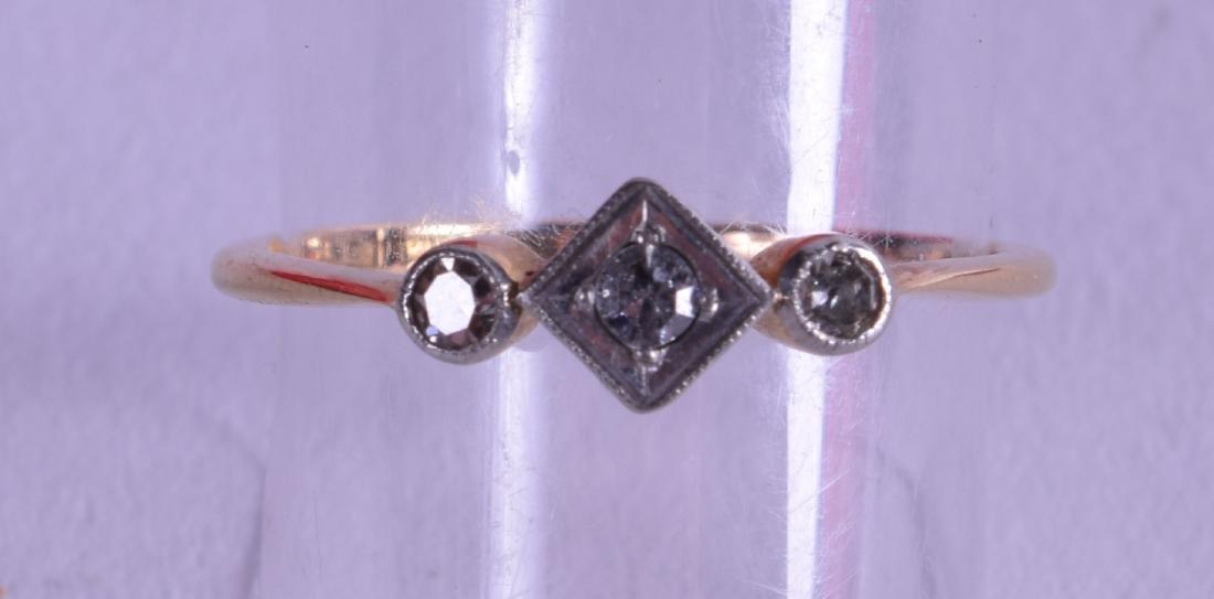 AN 18CT WHITE GOLD THREE STONE DIAMOND RING.
