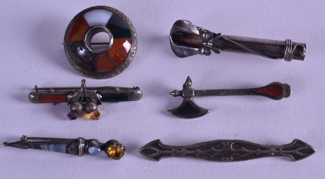 A COLLECTION OF ANTIQUE SCOTTISH SILVER AND AGATE