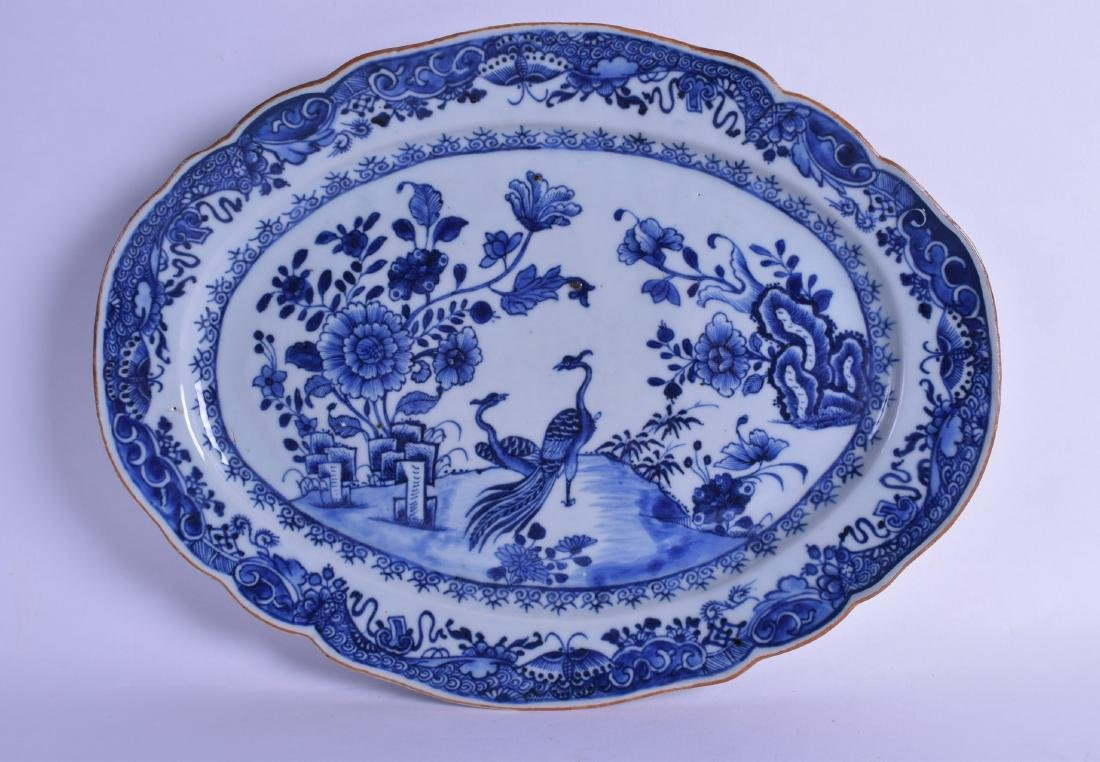 A LARGE 18TH CENTURY CHINESE EXPORT BLUE AND WHITE OVAL