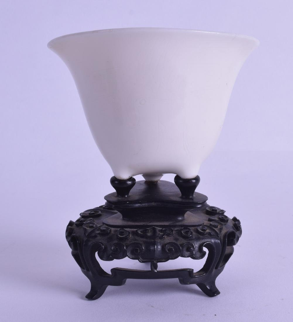 A 17TH/18TH CENTURY CHINESE BLANC DE CHINE PORCELAIN