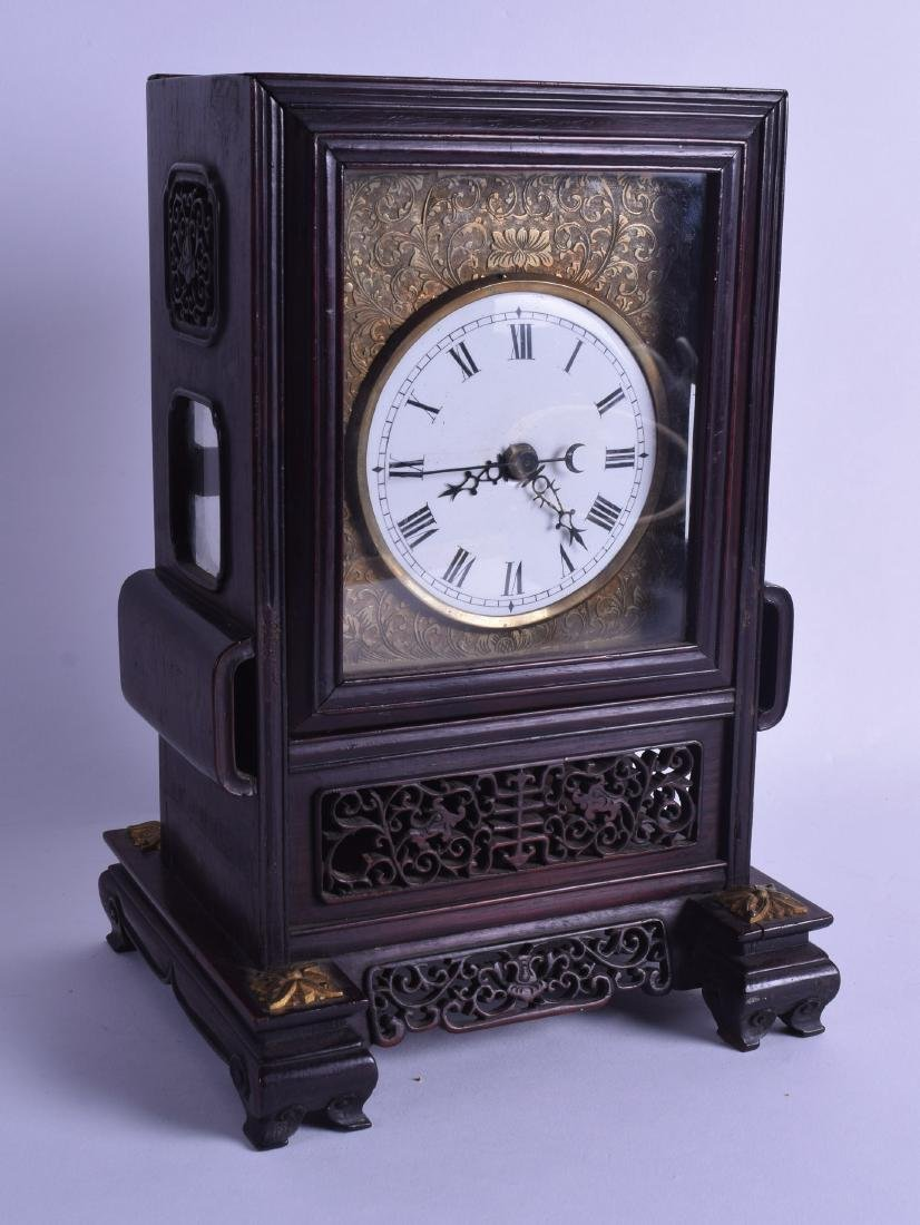 A FINE EARLY 19TH CENTURY CHINESE CARVED ROSEWOOD