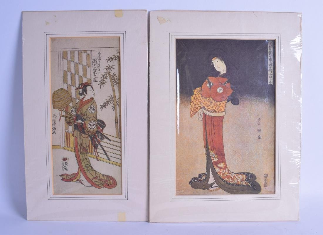A GROUP OF THREE JAPANESE WOOD BLOCK STYLE PRINTS 20th - 3