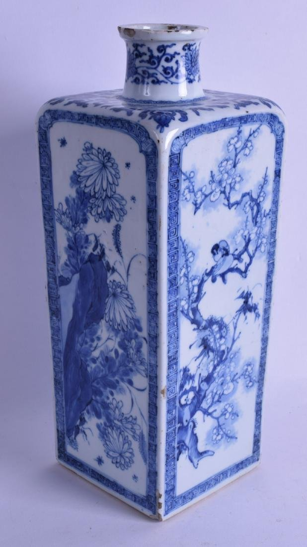 A FINE 17TH/18TH CENTURY CHINESE BLUE AND WHITE SQUARE