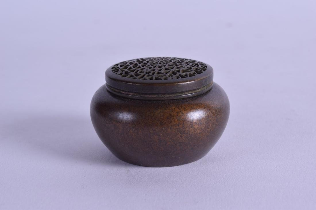 A MINIATURE CHINESE BRONZE CENSER AND COVER. 145 grams. - 2