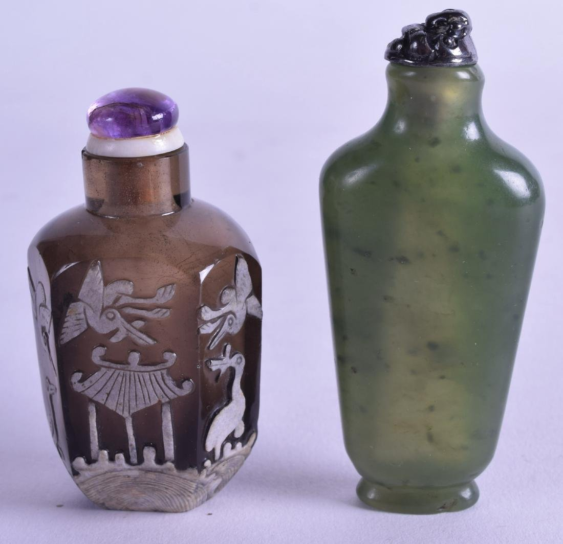 TWO 19TH CENTURY CHINESE SNUFF BOTTLES AND STOPPERS.