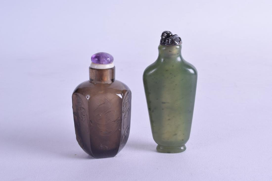 TWO 19TH CENTURY CHINESE SNUFF BOTTLES AND STOPPERS. - 2